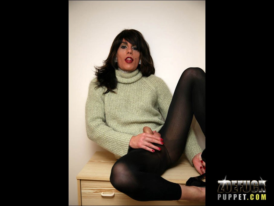 Zoe_Fuck_Puppet_Cock_Pictures_007